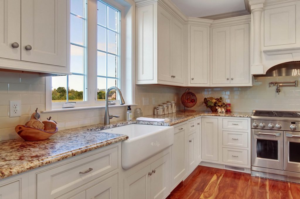 JLH CUSTOM HOME - Kitchen with farmhouse sink